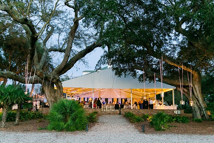 Beautiful outdoor wedding reception in March at Lowndes Grove Plantation | Charleston, South Carolina | Photo by Dana Cubbage Weddings