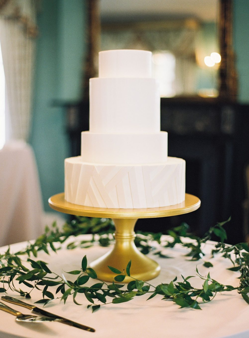 "Wedding Cake Wednesday – ""Razzle Dazzle"""